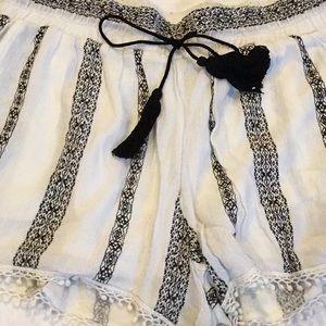 Romeo + Juliet white and black shorts